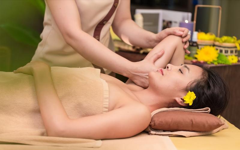 Xoa bóp trị liệu giúp cho làn da co giãn tốt, da bóng đẹp và mịn