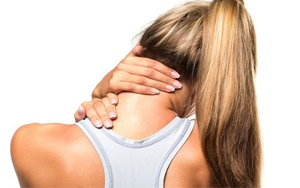 Đau cổ vai gáy là tình trạng phổ biến thường gặp ở dân văn phòng và người lao động nặng