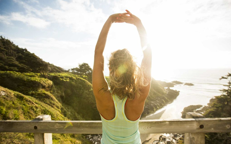 Căng cơ thư giãn mỗi khi thức giấc giúp tình trạng đau lưng giảm thiểu