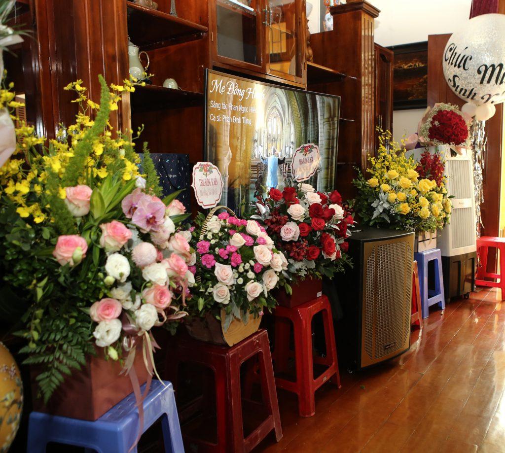 Chúc mừng sinh nhật U Hòa - CBNV các cơ sở gửi điện hoa